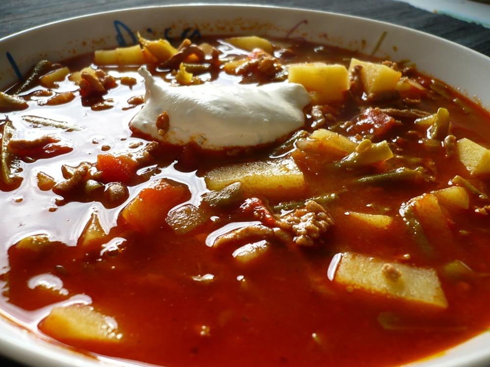 Reitersuppe - Suppe mit Hackfleisch, grüne Bohnen und Kartoffeln
