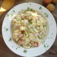 Kartoffelsalat mit Kresse, Radieschen und Mayonnaise