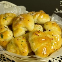 Garlic Butter Knots |Yeast Bread|