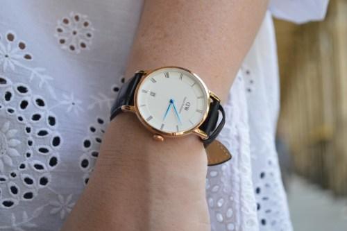 Blog mode melolimparfaite blouse blanche montre daniel wellington mango dentelle pied