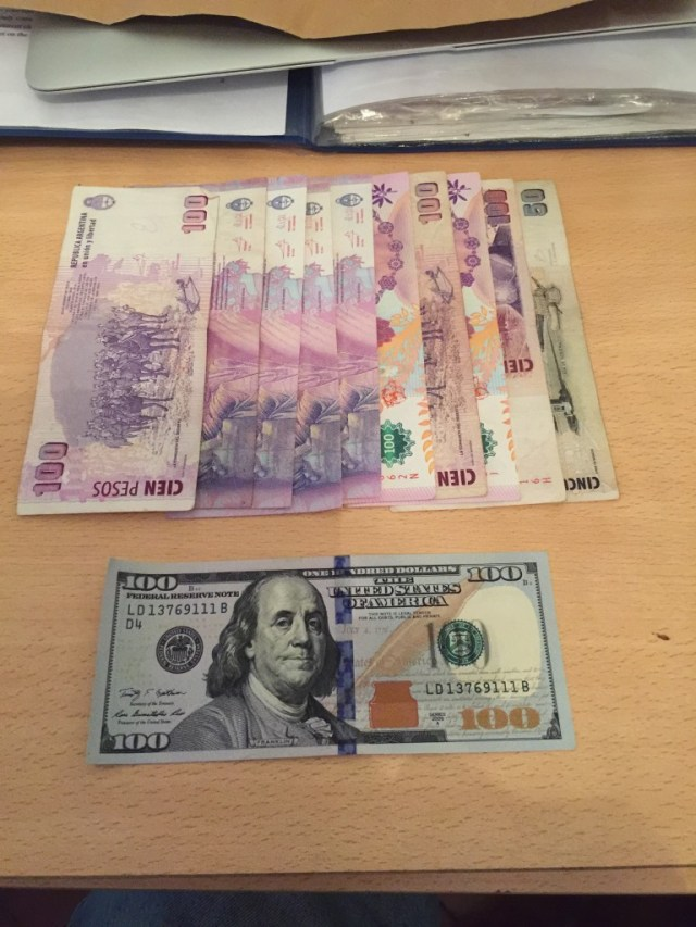 Argentina's official exchange rate in October 2015 is AR$ 9.50 to US $ 1.00 (essentially 10:1). This picture shows AR$ 1,000 and US$ 100.