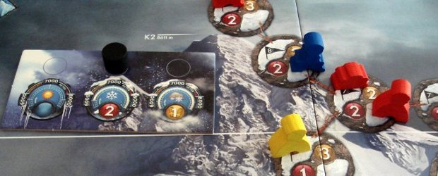 Mountaineering is not much used as a theme in boardgames. After trying K2, I really wonder why because it's tense, exciting and deadly. There are no empty moves here, every turn has important decisions. A worthy nominee for Kennerspiel des Jahres 2012?