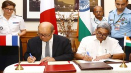Manohar Parrikar and the French Defence Minister, Mr. Jean-Yves Le Drian, signing the intergovernmental agreement on Rafale