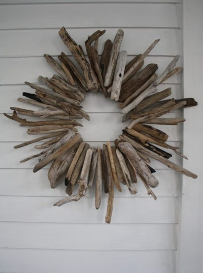 Oh, woot. I love this driftwood wreath. FREE driftwood wreath, I should say.