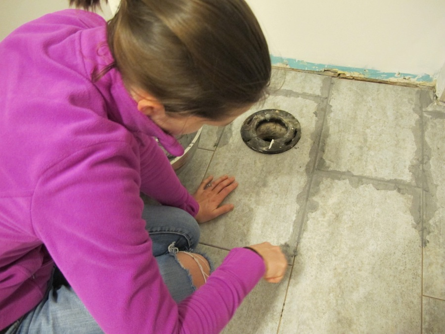 Diy Network Installing A Vinyl Bathroom Tile Floor Merrypad