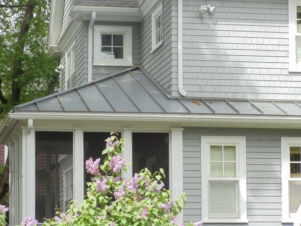Metal roof vs asphalt shingles we bet you had no idea for Modern homes with metal roofs