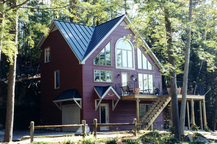 ... Metal Roof Outlet, Ontario. This Ontario Lake House Is A Complementary  Mixture Of Deep Red And A Pretty Blue Steel