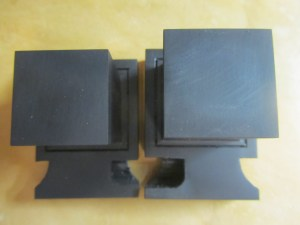Top view of the difference between regular tefillin and Nossi tefillin. Nossi tefillin are on left.