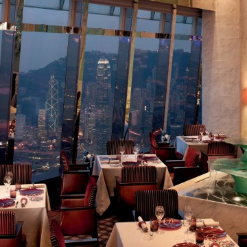 restaurant_with_evening_view_of_city_and_harbor_the_ritz_carlton_hong_kong