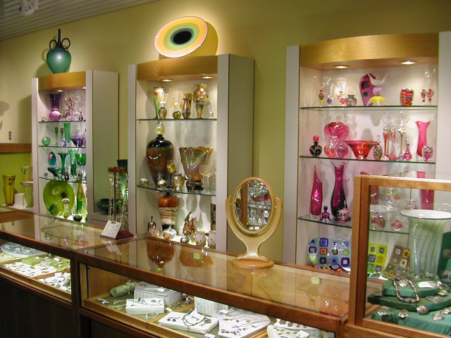 Gallery displays for art glass