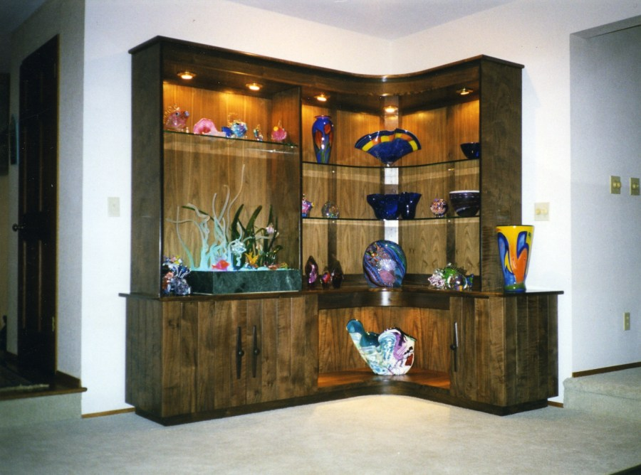 Lighted, curved, display for art glass