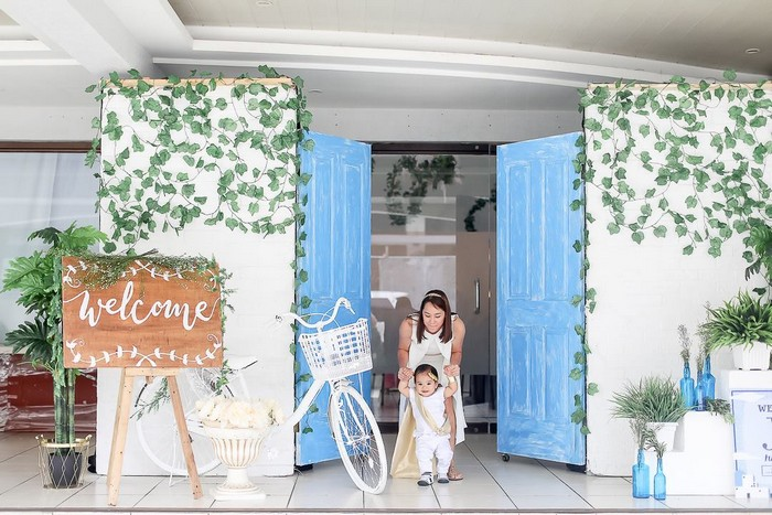 heres one of my favorite photos jc and mommy bev dressed in impeccable tunics greet guests as they enter a scene straight from santorini