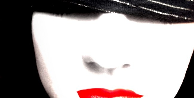 """Los ojos vendados, otra forma de """"conocerse"""""""