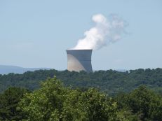 1024px-Arkansas_Nuclear_One_cooling_tower