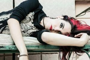 alexx-couch-red-hair