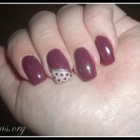 Naglar - Elegant i vinrött och vitt