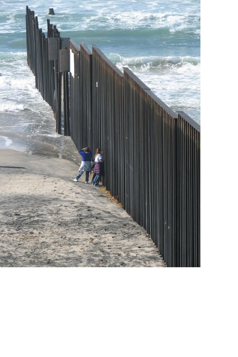 30 de abril.  Conferencia: Muros