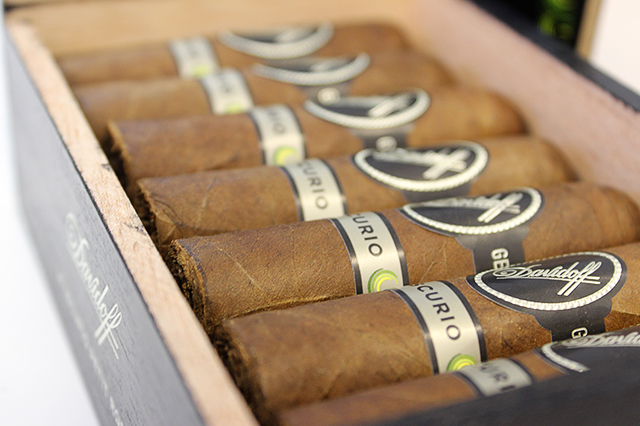davidoff-escurio-cigar-petit-robusto-box