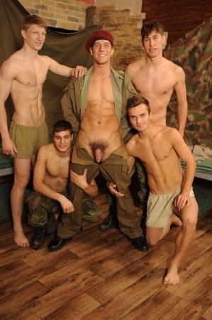 bfoto02-military-cock