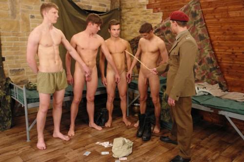 foto01-cadets-naked