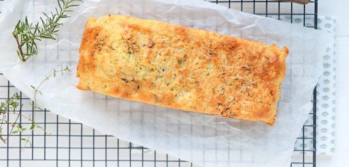 hartige cake met kaas en ui