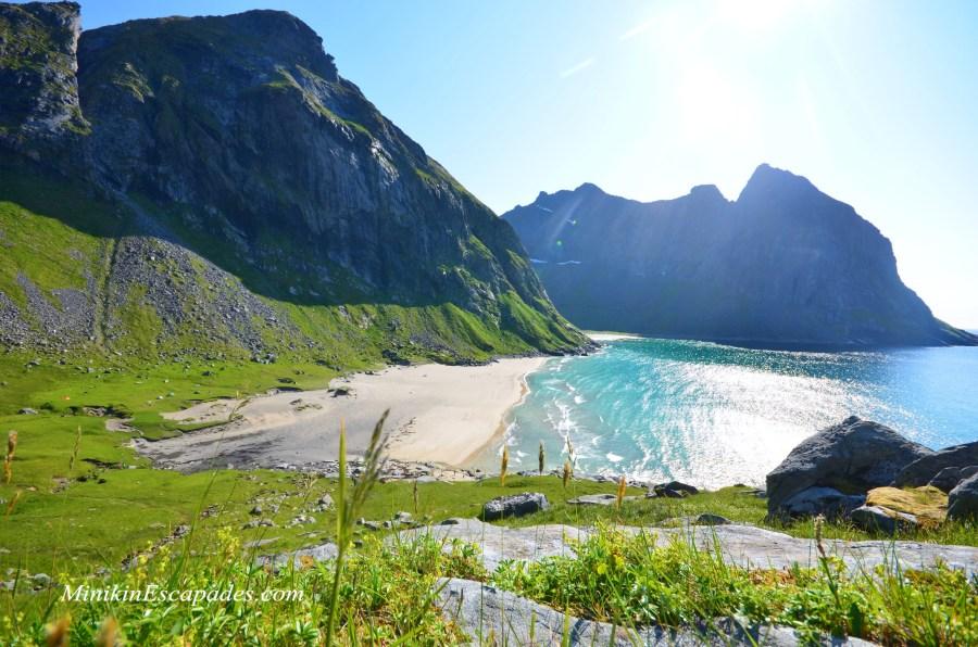 Hiking Kvalvika beach in lofoten