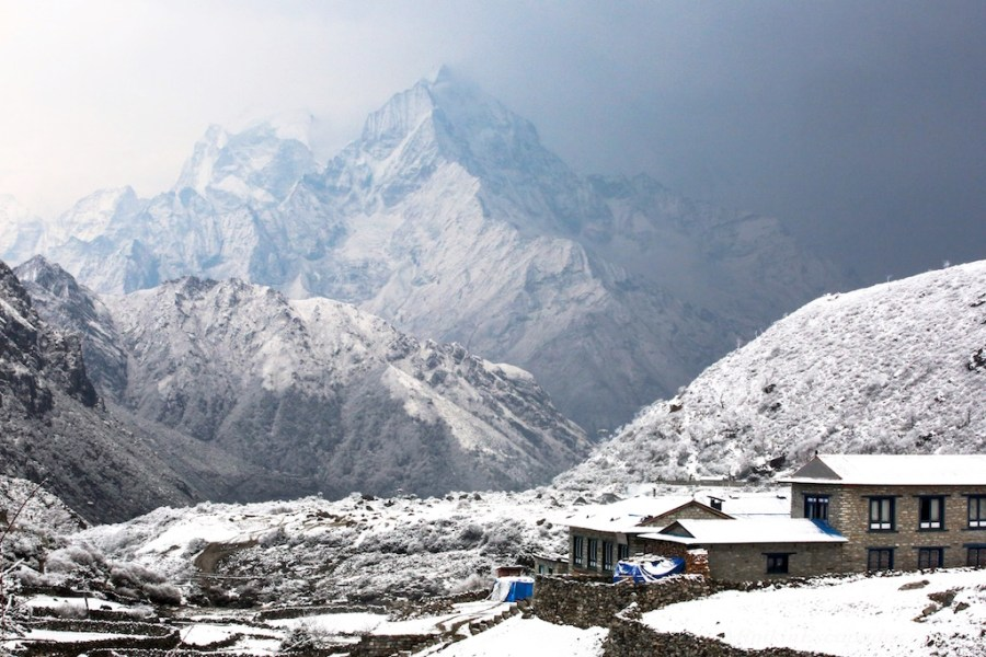April snow showers in Thame enroute everest base camp hike