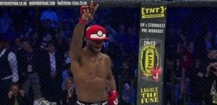 MMA : il lui fracture le crâne et tente de l'attraper avec une Pokéball