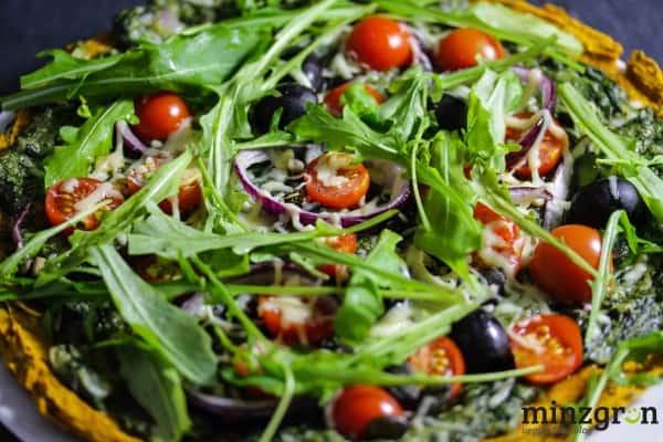 Grüne Kürbisteig-Nuss-Pizza