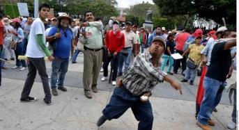 CNTE enfrenta al gobierno federal con los empresarios
