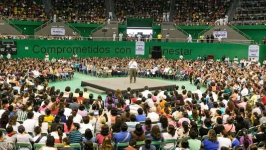 Ante miles de jóvenes, RZB anuncia aumento en becas estudiantiles