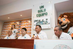 Rolando Zapata nuevo parque de los Leones de Yucatán 11 febr 2016.jpg dos