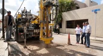 Supervisan la construcción de pozos pluviales en el oriente de la ciudad con nueva y moderna perforadora