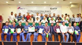 Trabajadores de Cemex concluyen su capacitación en la UTM