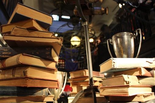 wizarding-world-of-harry-potter-hogsmeade-dervish-and-banges-5