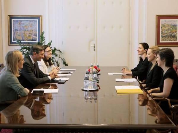 Ljubljana, Predsedniska palaca. Pogovor predsednika Boruta Pahorja s predstavniki nevladnih organizacij. Foto: Daniel Novakovič