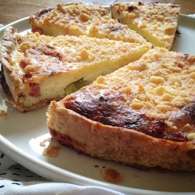 tarte poireaux lardons et crumble au parmesan