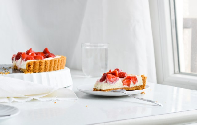 Mitzy at home no bake white chocolate strawberry tart for White chocolate and strawberry tart