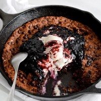 Oatmeal fudgy skillet cookie + blueberry sauce