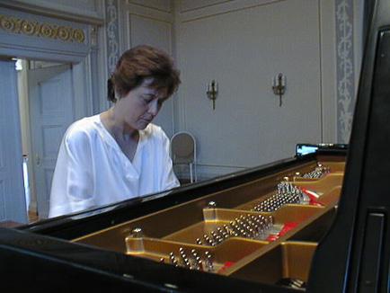 Maria Luisa Cantos – piano