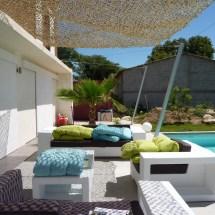Vue de jour cote piscine avec treille en galvanisÇ et cables
