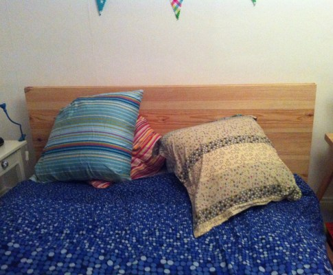 Une tête de lit  fait maison à 15 €