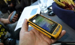 PX-3474_simvalley_MOBILE_Dual-SIM-Outdoor-Smartphone_SPT-800_3G_yellow (2)