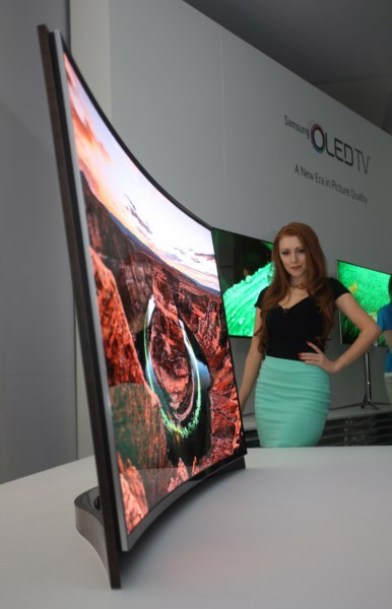 Curved_OLED_TV Model_Photo_6 6