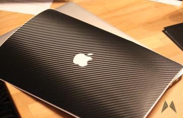 dBrand Skin für das Apple Macbook Pro Retina in Carbon IMG_3983