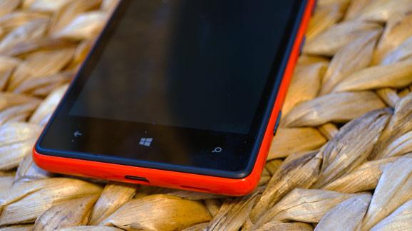 Lumia 820, punainen