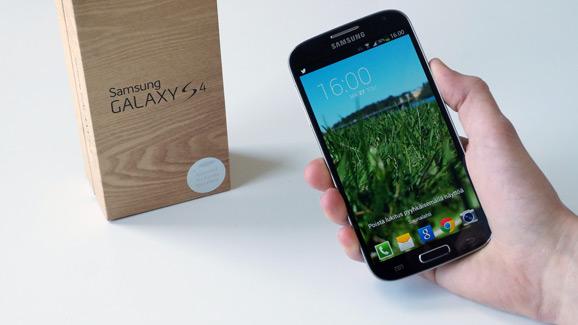 Samsung Galaxy S4 ja myyntipakkaus