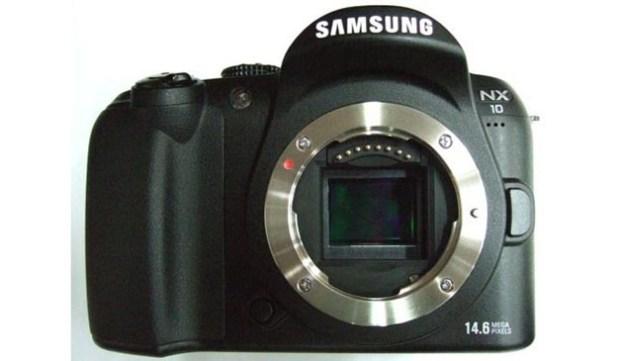 Samsung NX10 Hybrid Camera Offers DSLR Sensor, No SLR