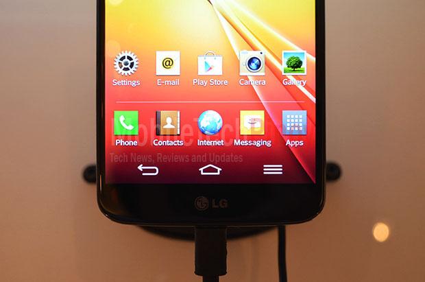 LG G2 Screen Closeup