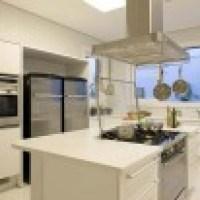 Cozinha com ilha torna o ambiente mais confortável